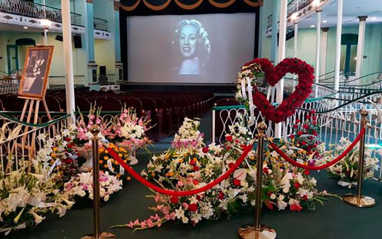 "Portada noticia ""Funeral de Rosita Fornes"""